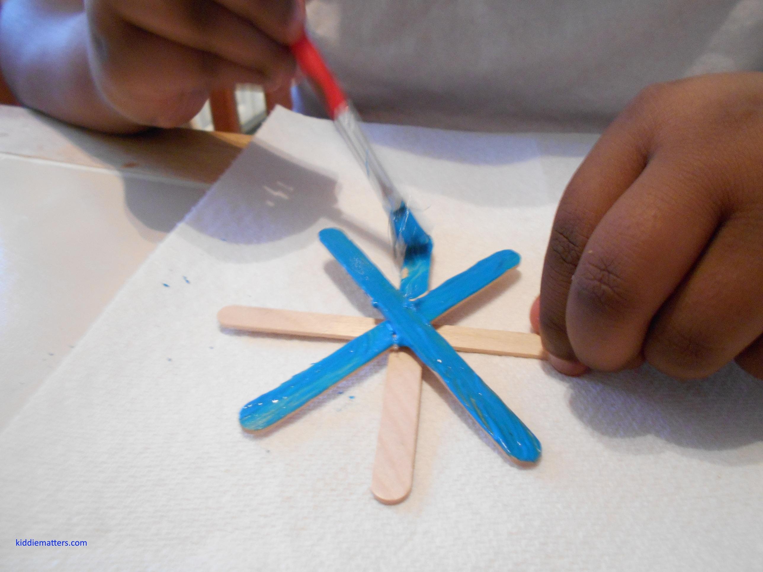 kids painting snow flake